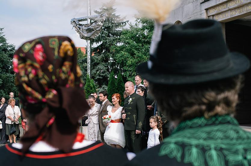 népviselet esküvőn