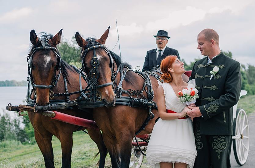 esküvői fotózás hintóval