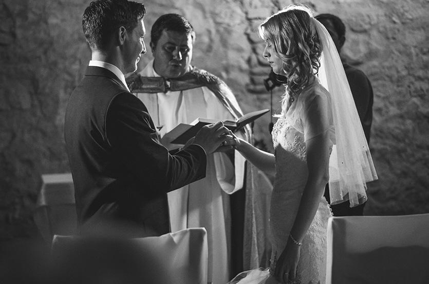esküvői szertartás fotó pécsváradi várkápolnában