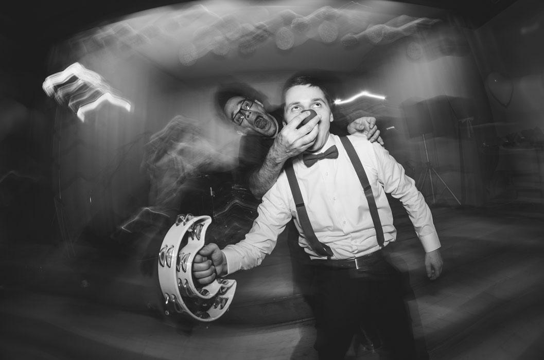 lánycsók esküvői lakodalom fotó