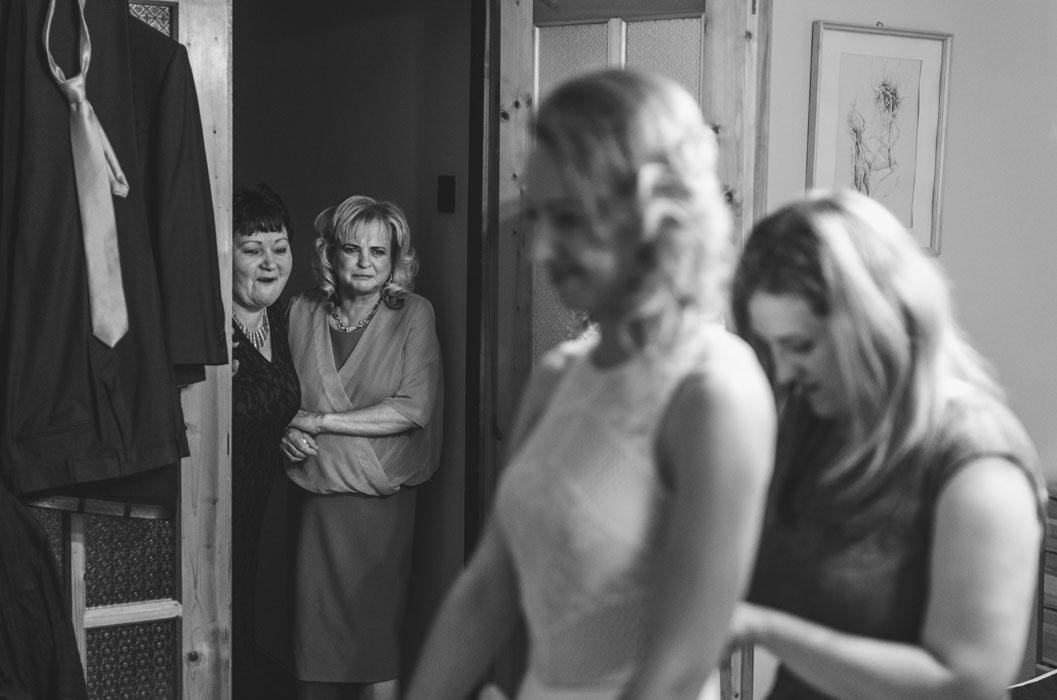 lánycsók esküvői fotó