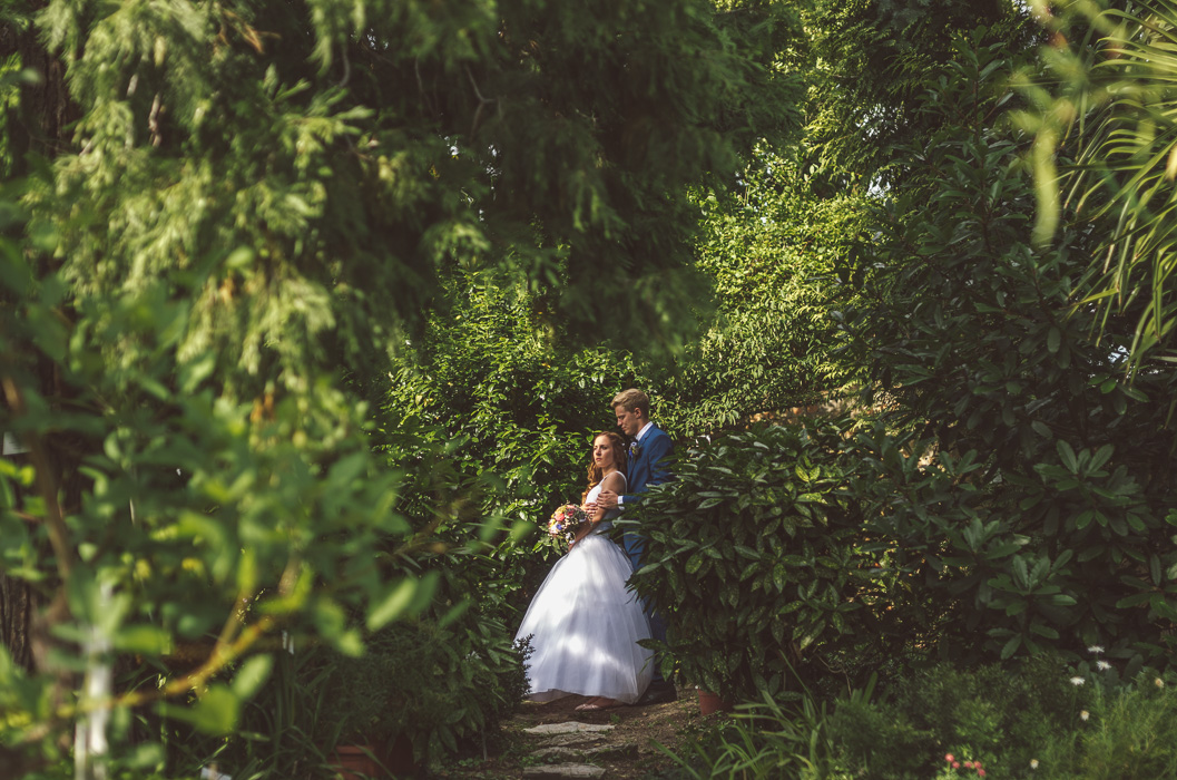 Esküvői fotózás a botanikus kertben