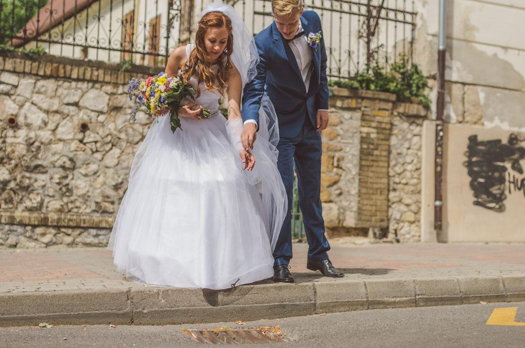 pécsi lakatfal esküvő