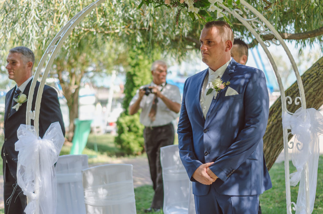 esküvő a balatonnál haru