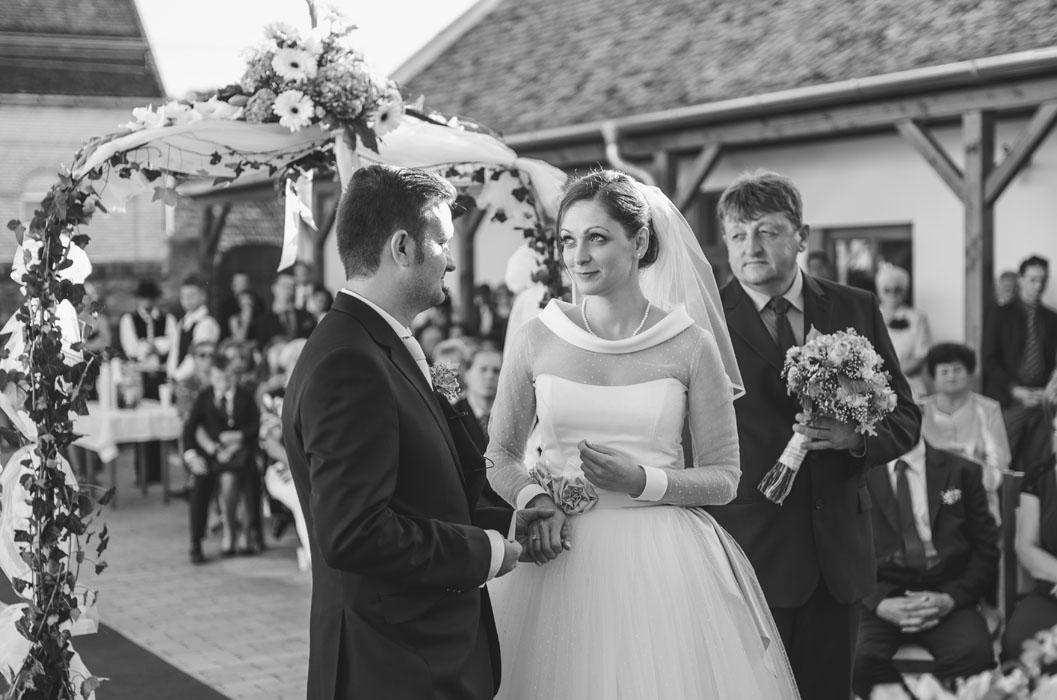 profi esküvői fotósok szekszárd környékén